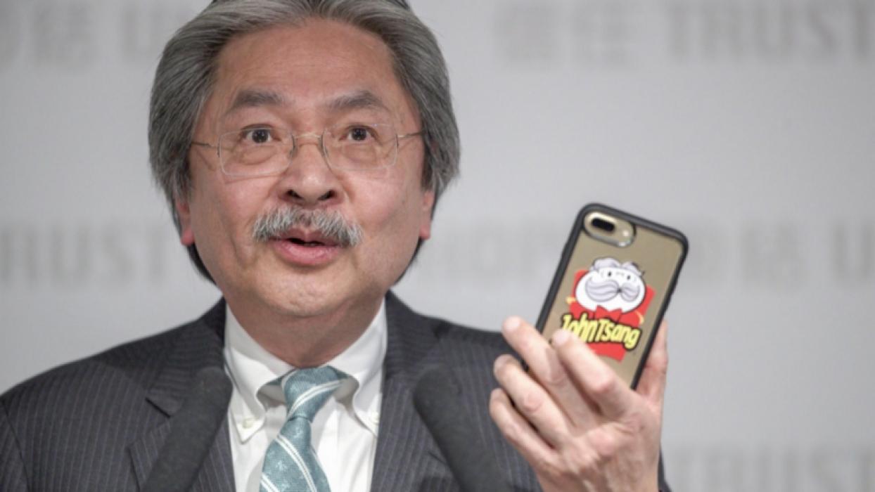 """John Tsang & """"Uncle Chips"""" (Image source: hk01.com)"""